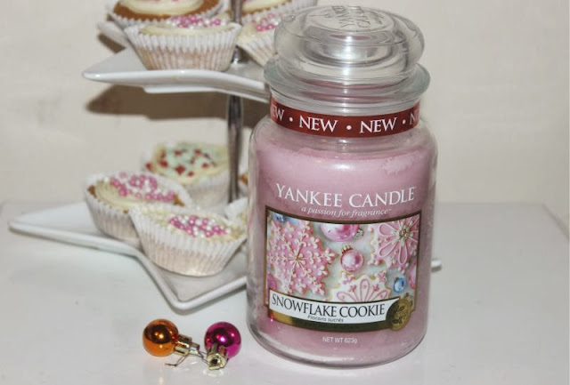 Yankee Snowflake Cookie Candle