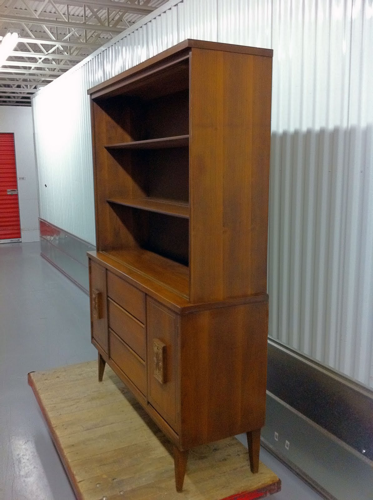 Mid Century Bassett Furniture Credenza Hutch