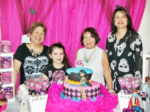 Valdívia Leite tia da aniversariante Teresa-Decoração balões,Guloseimas,Lembrancinhas Monster Higt