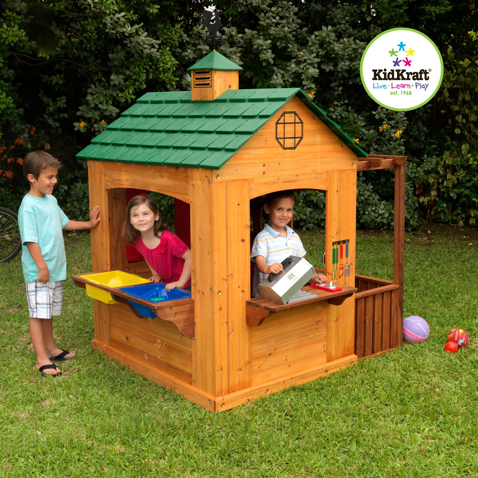 Kidkraft toys furniture summer fun with kidkraft 39 s for Childrens wooden house