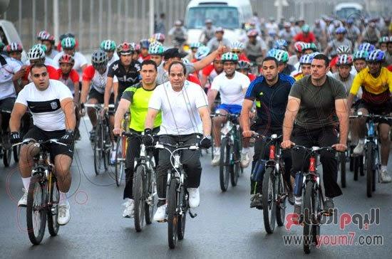 الرئيس عبد الفتاح السيسي يقود ماراثون بالدرجات ويدعو المواطنين للتنقل سيرا أو بالدراجات