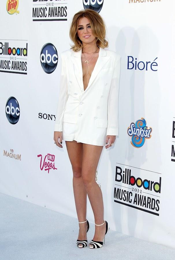 Miley Cyrus posing for cameras at 2012 Billboard Music Awards