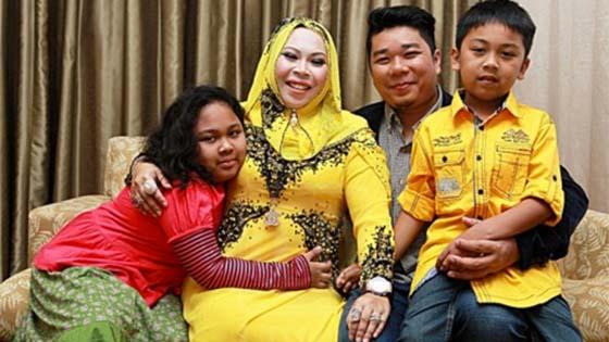 Gambar Bekas Suami Tersebar, Ini Sejarah Hidup Datuk Seri Vida
