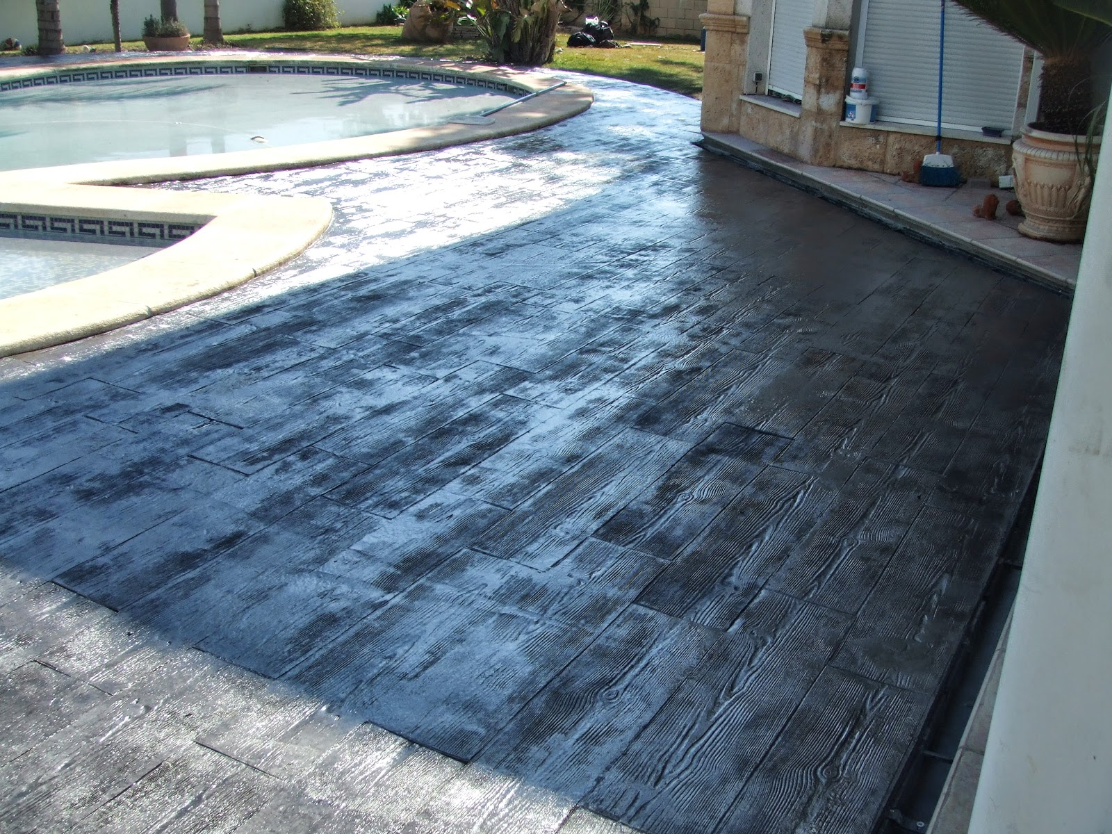 Hormig n impreso en l eliana piscina con molde de madera pavimentos continuos de hormig n - Hormigon impreso madera ...