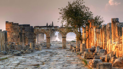 Ancient city of Hierapolis, adjacent to Pamukkale, Turkey (© Julian Kaesler/Getty Images) 469
