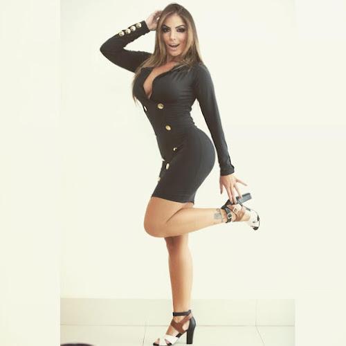 Anamara causa burburinho ao mostrar curvas nas redes sociais