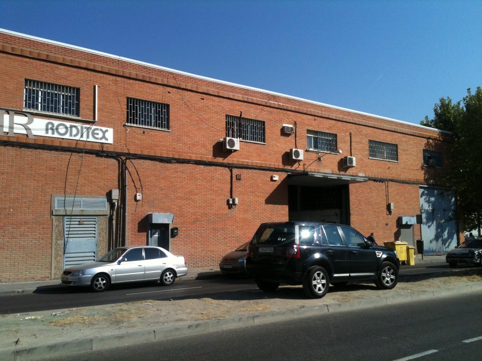 Metal y amianto fachada met lica para reforma oficinas for Fachadas para oficinas