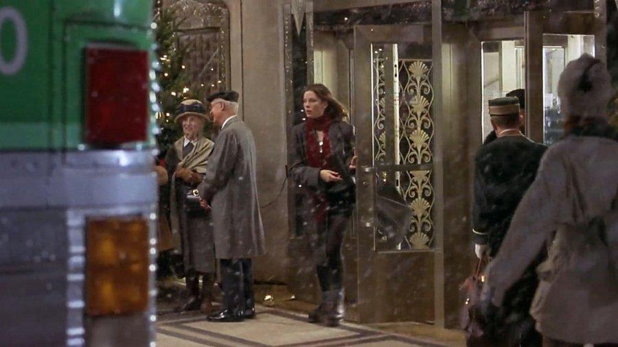 Entrance of Waldorf Astoria New York / Вход в отель Waldorf Astoria New York
