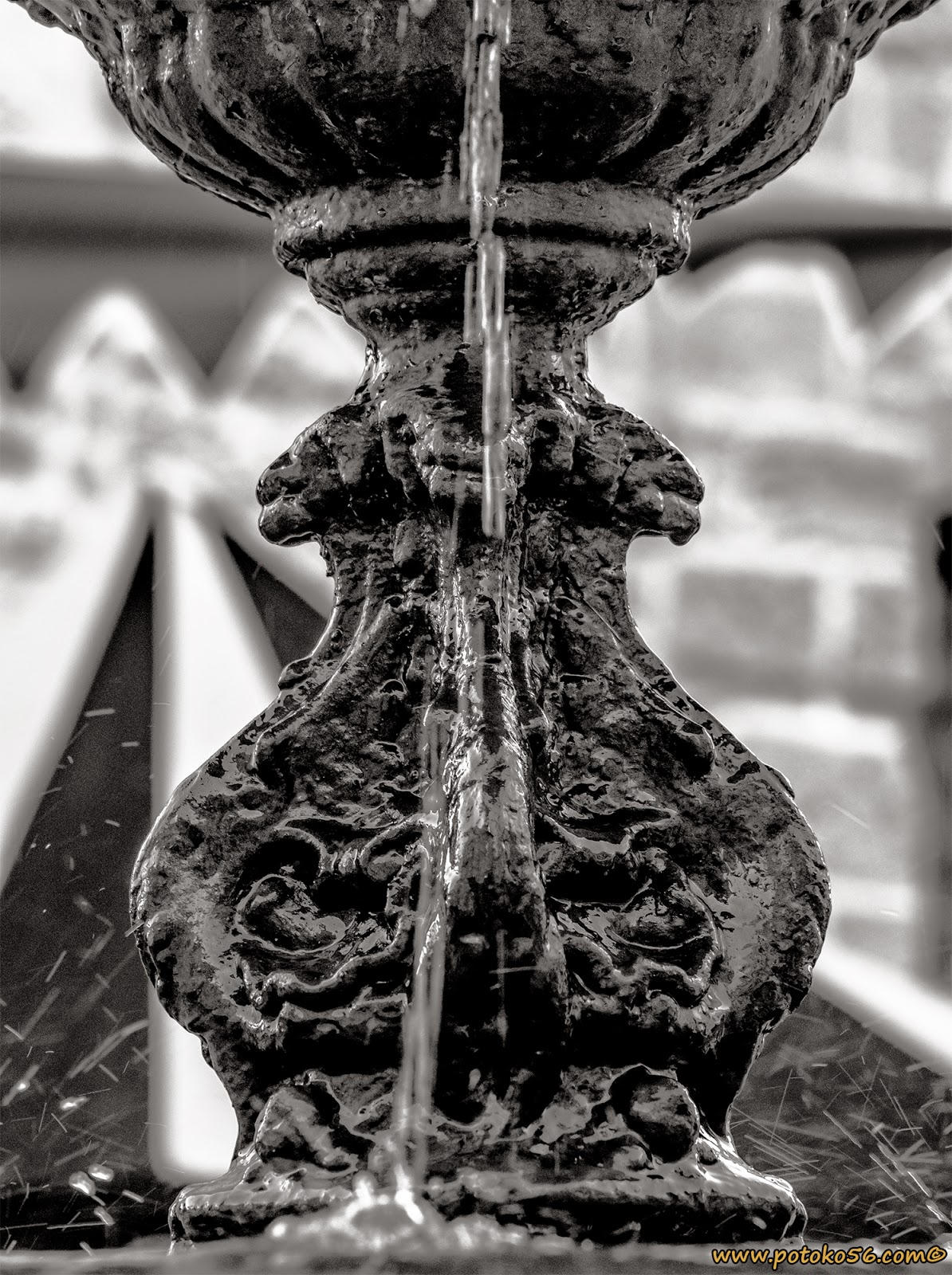 Detalles de la fuente en la Plaza Padre Eugenio Rota