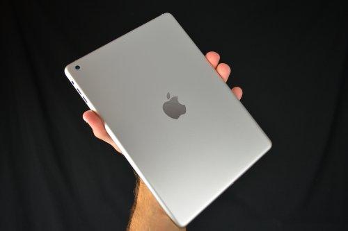 Mostrata l'immagine della scocca posteriore del nuovo tablet di 5a generazione di Apple