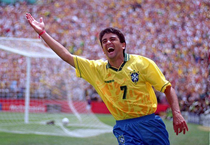 68d24f8a855df A conquista do tetracampeonato pelo Brasil em 1994 foi marcada pelo  espírito coletivo de um time armado a perfeição no aspecto tático por  Carlos Alberto ...