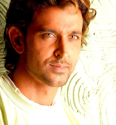 Fan calls Hrithik 'dumbass', the star replies with love!