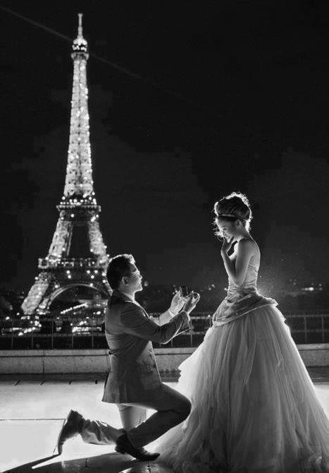 passion tour eiffel la tour eiffel inspire les demandes en mariage et respire le romantisme. Black Bedroom Furniture Sets. Home Design Ideas