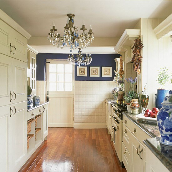 Eye for design create a lovely galley kitchen for Perfect galley kitchen
