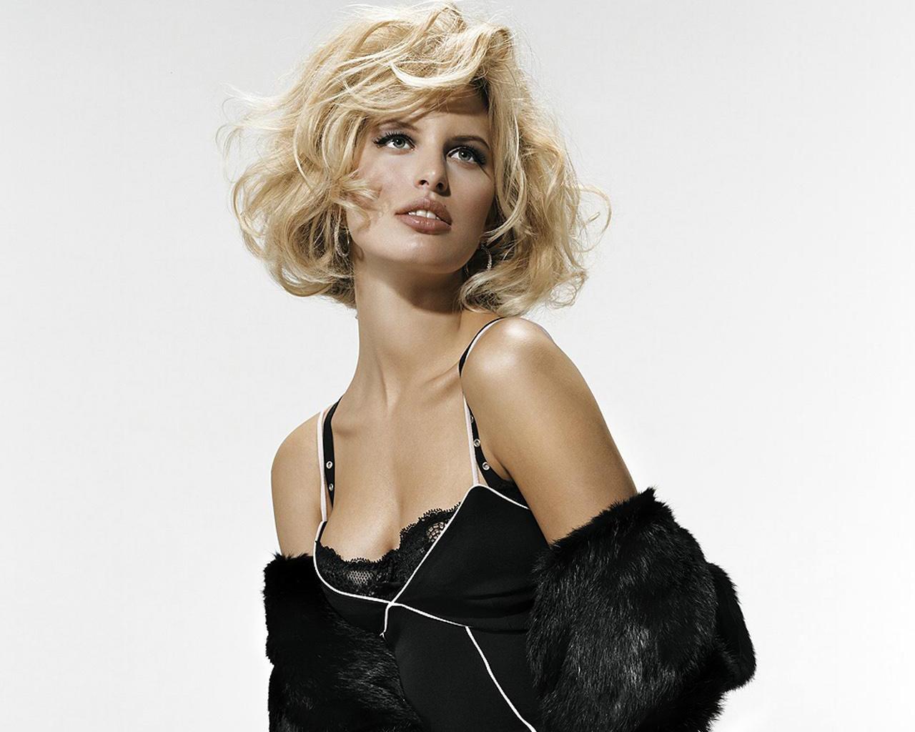 http://1.bp.blogspot.com/-8TOY8vJ_QoQ/TbL6OOuUyII/AAAAAAAADdA/Ru4XEFmujHo/s1600/czech_model_karolina_kurkova-normal5.4.jpg