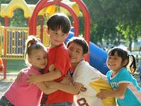 niños 5 años jugando en el parque