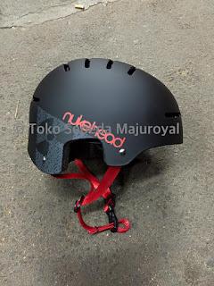 Helm Nukehead batok Hitam tali merah