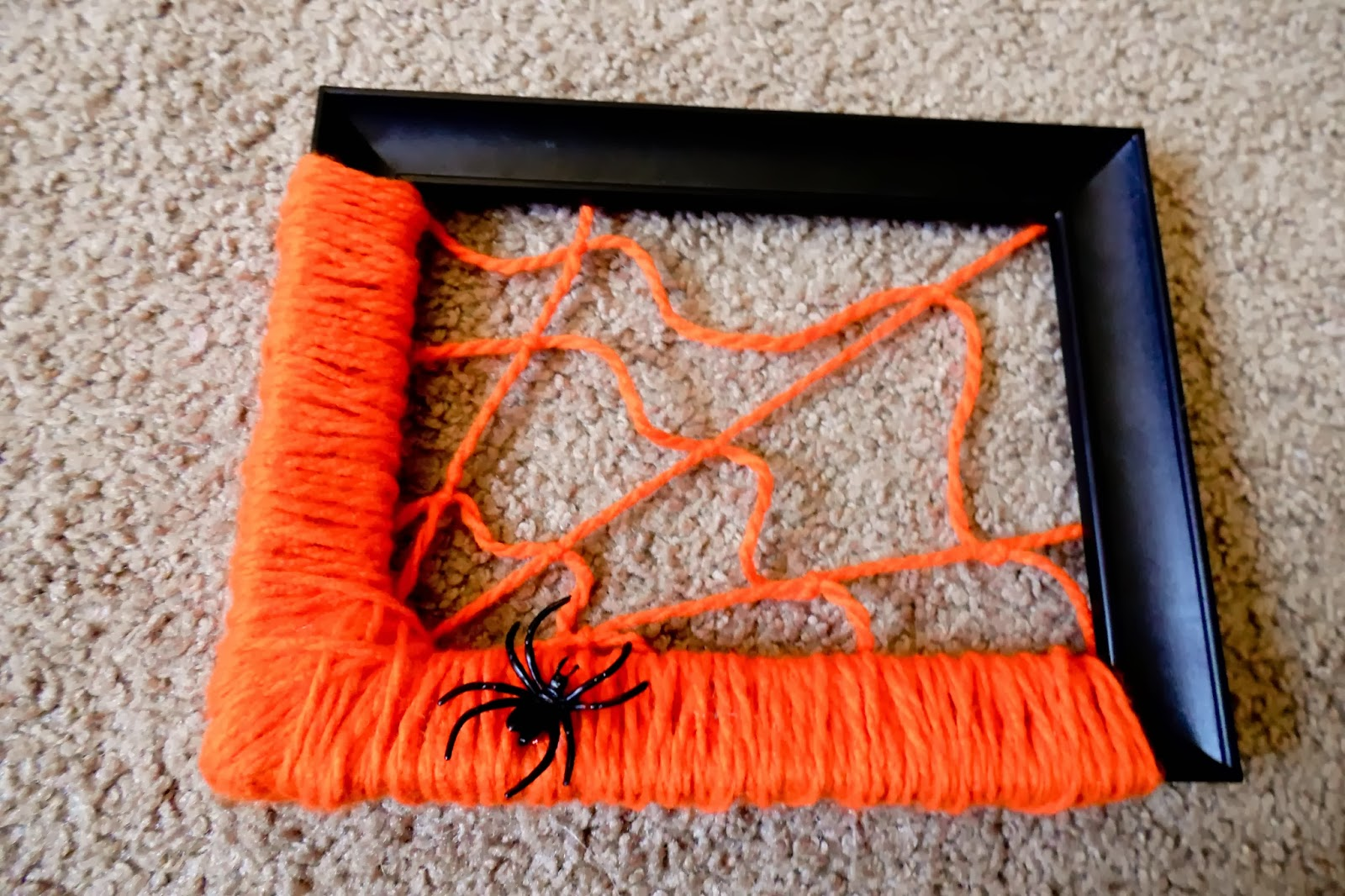 how to make a spider web with yarn and glue