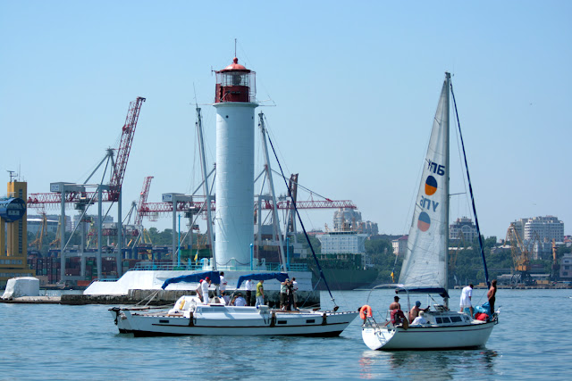 яхты и маяк