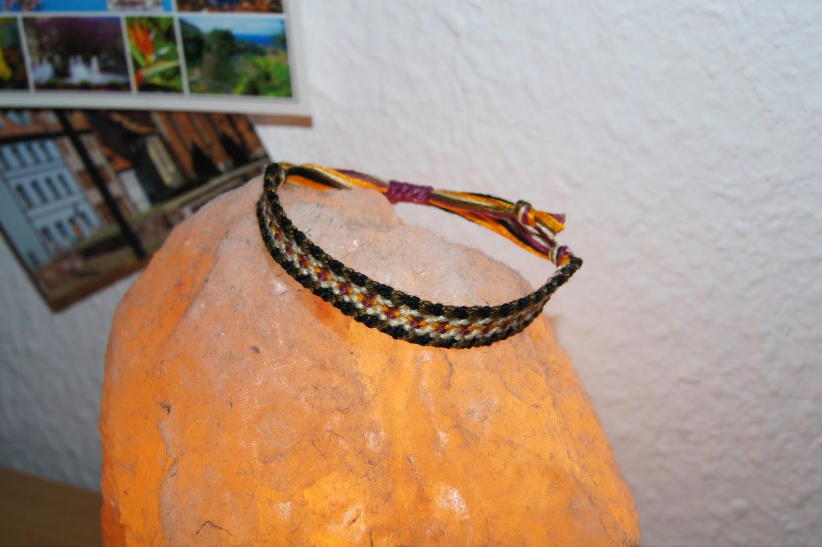 Fantastische Welt der Armbänder: Knüpfarmband \