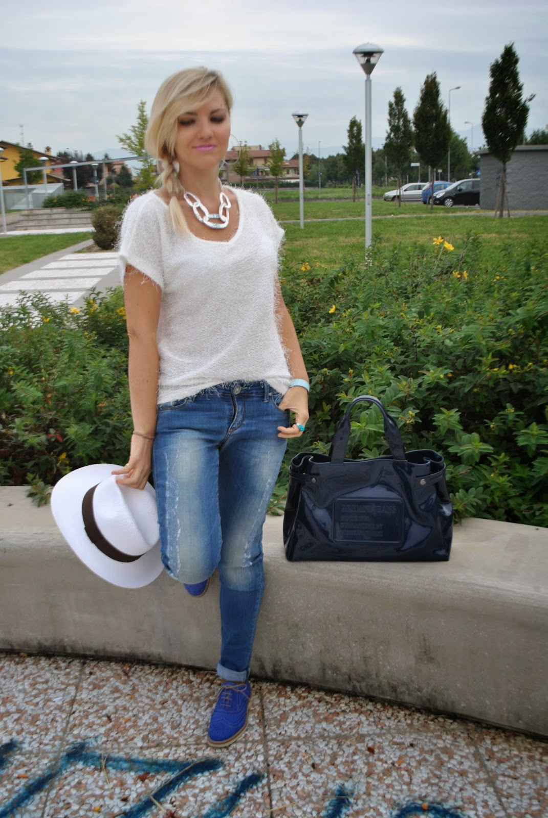 outfit casual jeans e t-shirt outfit borsalino cappello panama maglia bianca bracciale il centimetro collana majique majique gioielli fashion blogger italiane fashion blogger bionde mariafelicia magno fashion blogger colorblock by felym outfit settembre 2014 outfit estate 2014 outfit estivi