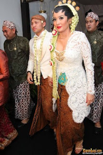 kebaya pengantin Marcella Zalianty artis