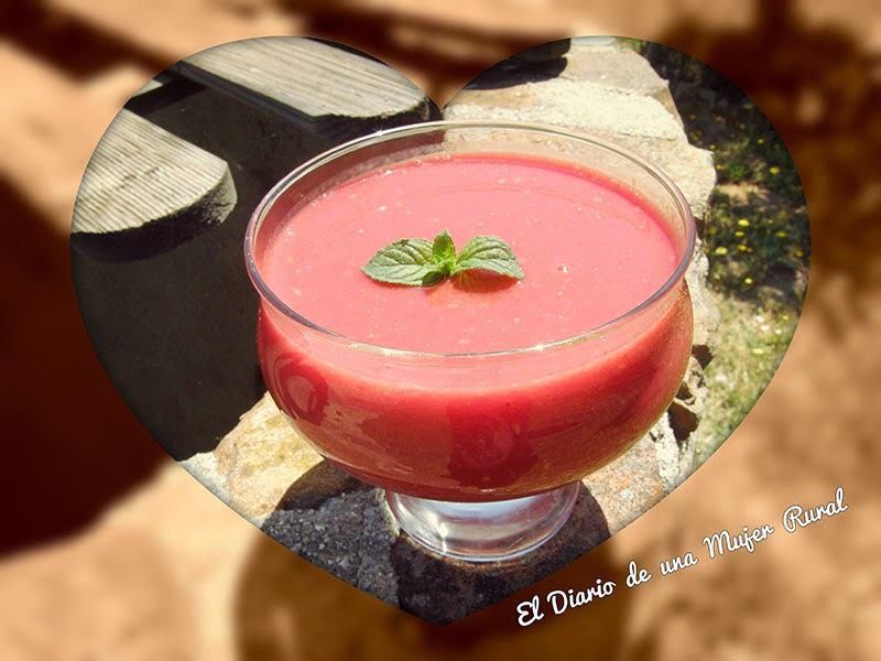 Bebida de avena con fresas y frambuesas