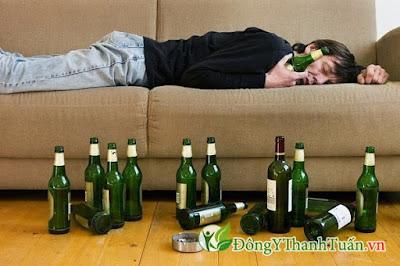 Uống rượu bia quá độ  là nguyên nhân đau dạ dày