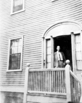 H.P. Lovecraft, 66 College Street, Providence, 1936, foto