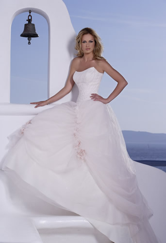 A Fishtail Wedding Dress : Wedding dresses and trends fishtail gowns
