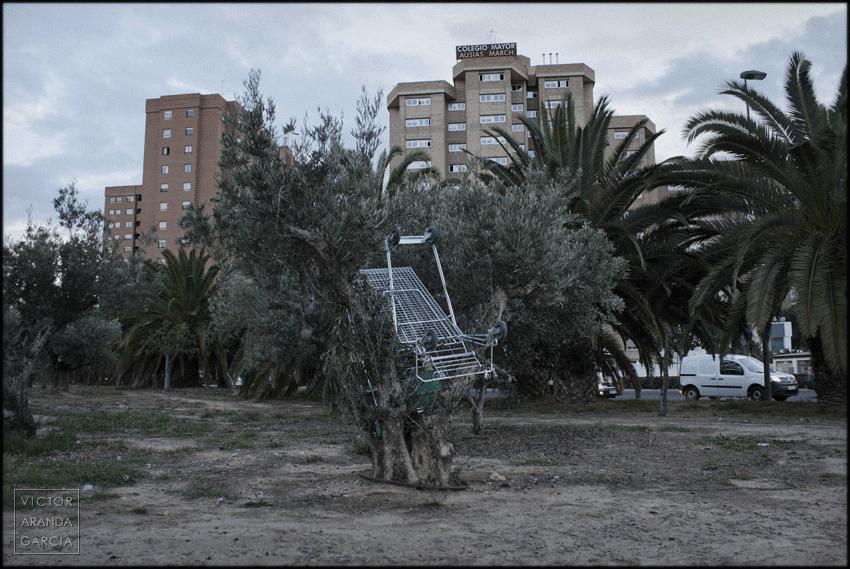 fotografia,valencia,consumismo,carrito,arriba_extraña,accidente