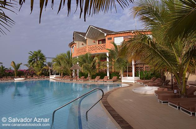http://www.diariosdeunfotografodeviajes.com/2014/07/un-hotel-de-lujo-en-la-costa-de-senegal.html