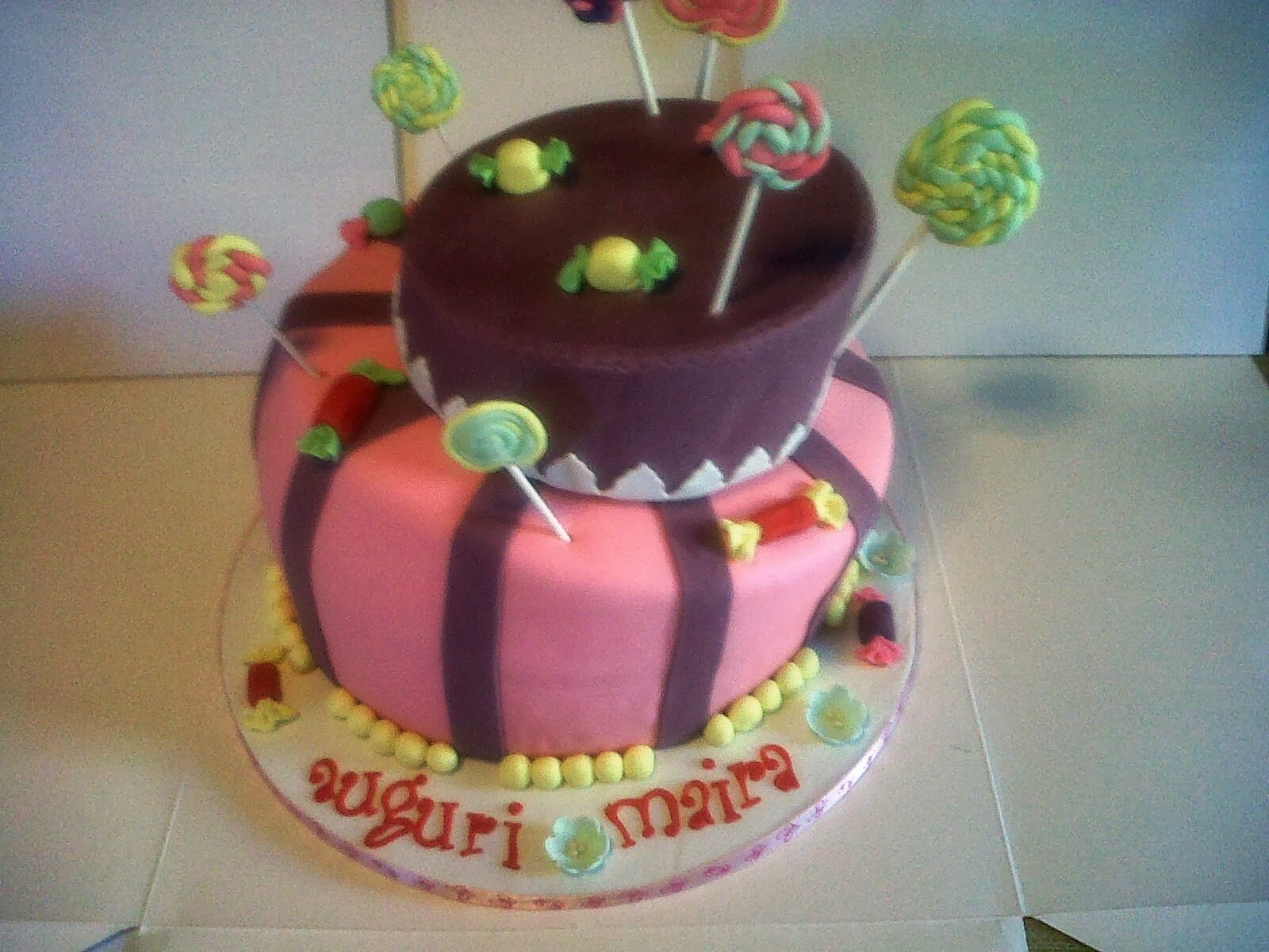 wonky cake with candy and lollipop - auguri maira!