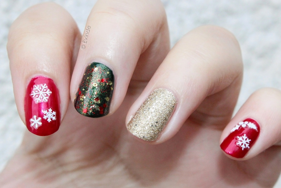 elegant and simple christmas nails snowflakes glitter - Simple Christmas Nails