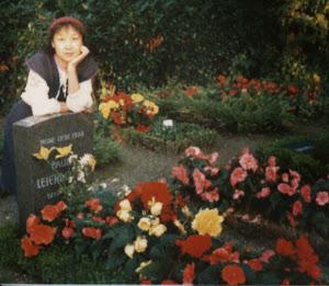 1987年,摄于H市。德国的墓地是世界上最美的。