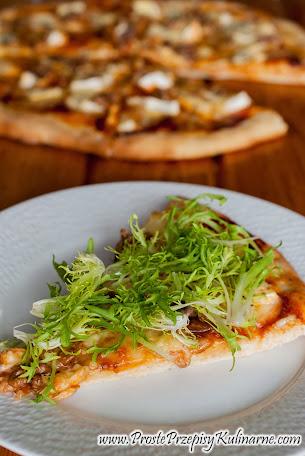 Pizza trzy sery z orzechami i endywią