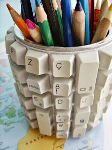 Porta-Lápis com Peças de Teclado