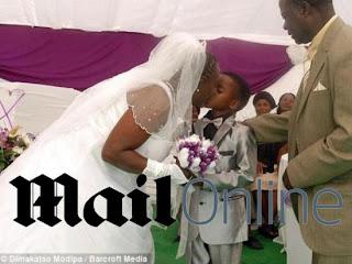 Menino de 8 anos casa-se com mulher de 61