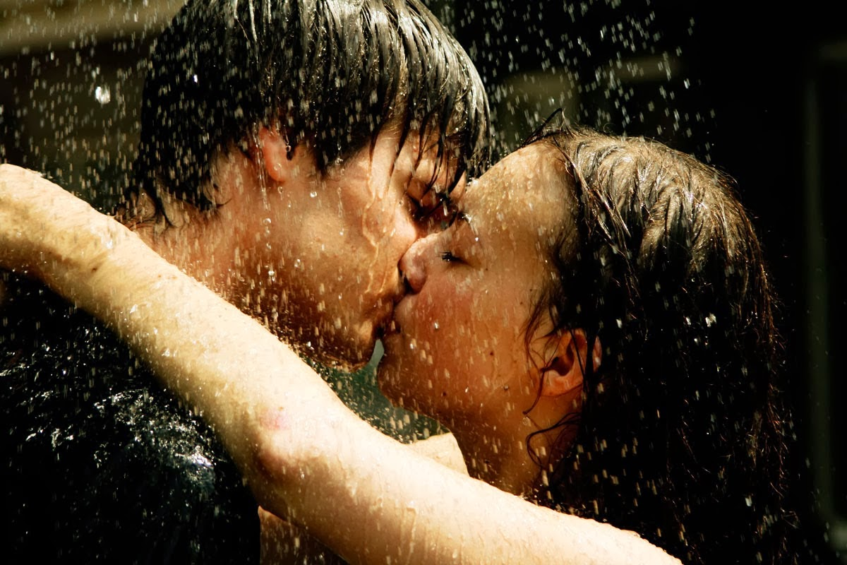 Couple kiss rain hd free photo wallpaper