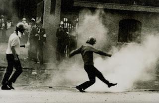 Zenkyoto student riots photo by Sasaki Michiko