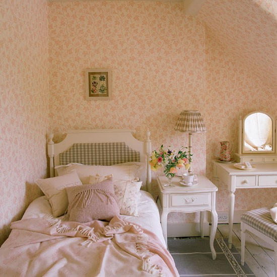 Dress my home attic conversions for Attic bedroom decoration