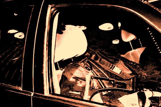 Comando armado perpetra asalto en la autopista
