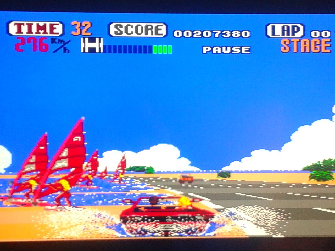 El juego de la rubia y el Ferrari Testarossa
