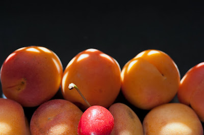 cherry between peaches
