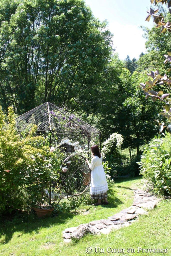 La petite volière du Jardin du Tomple à Concoules