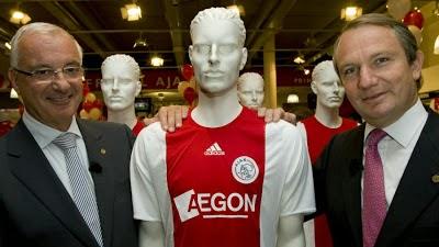 El Ajax no encuentra main sponsor y renueva con Aegon