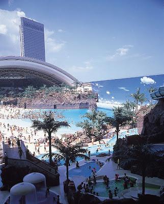 ocean dome 5%5B3%5D  قٌبة المحيط  أكثر الشواطئ الأصطناعية شعبية ، تخيل وكإنك امام شاطئ حقيقي !
