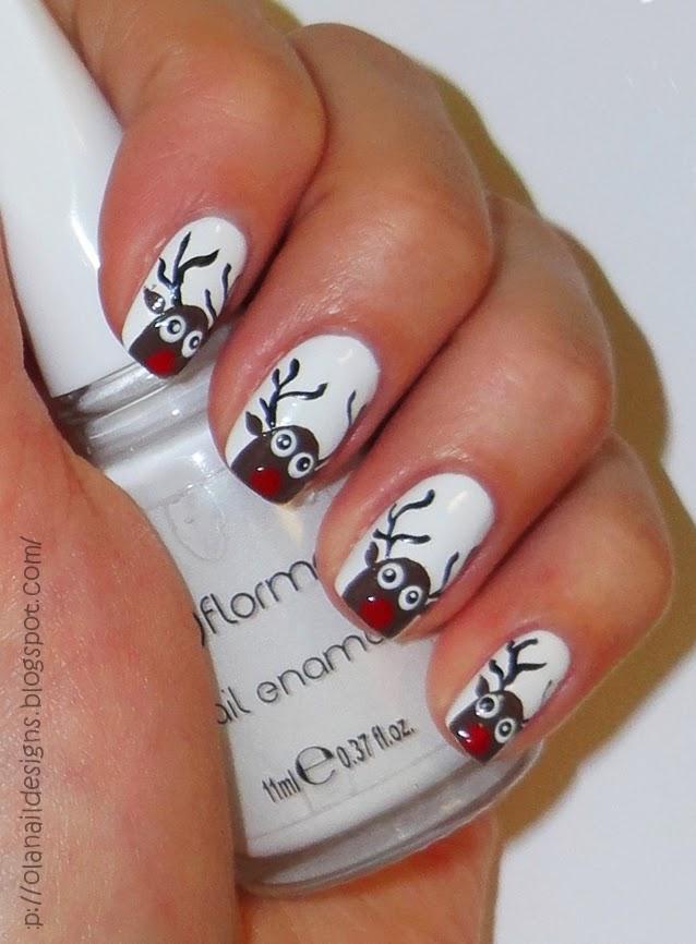 zdobienie paznokci ze świątecznymi reniferkami