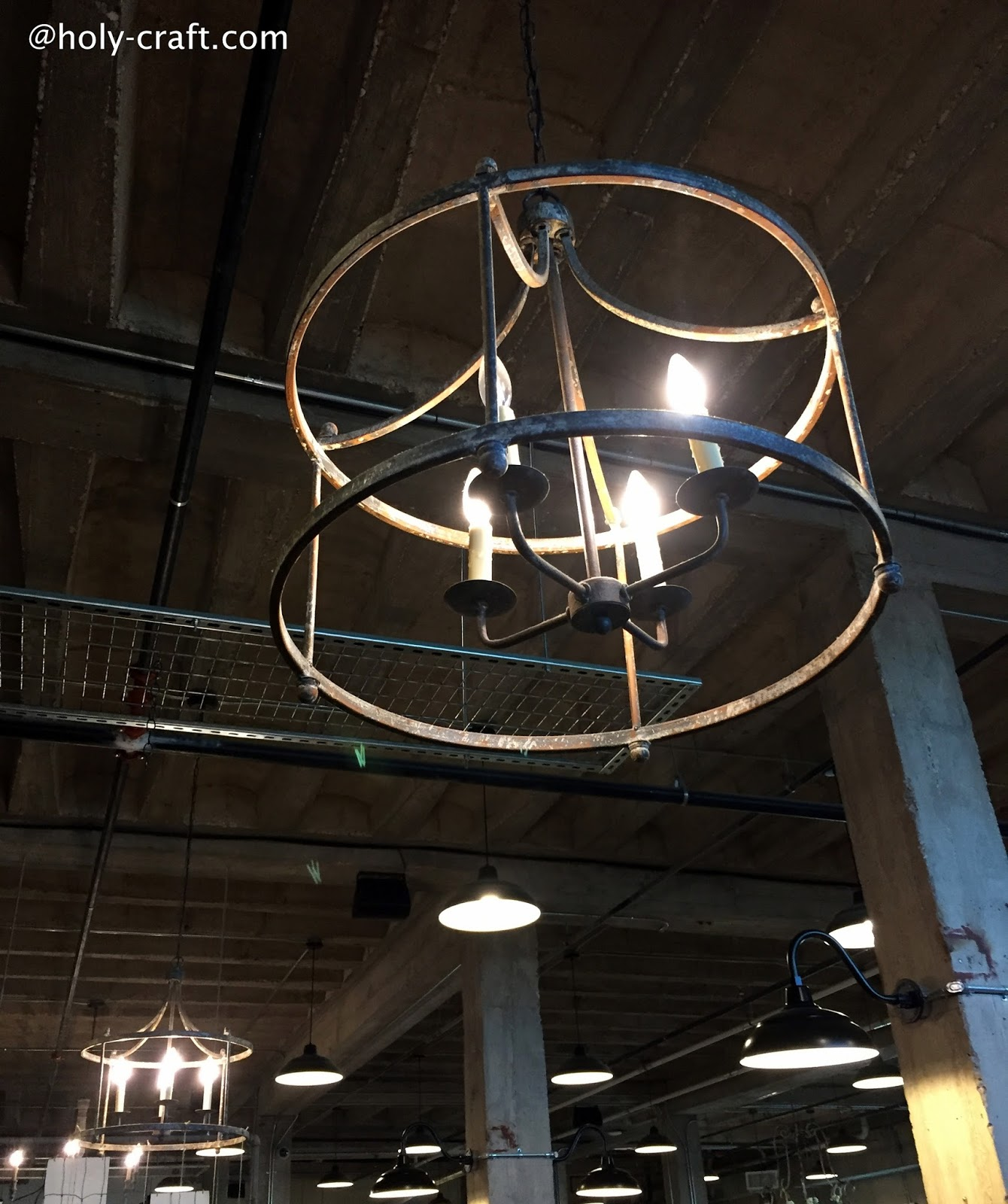 lighting at magnolia market & 5 things to know before you visit Magnolia Market - Rachel Teodoro azcodes.com