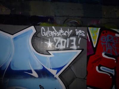 Guten Rutsch ins 2013 - Tumblingerstraße, München -  Wünscht auch das Streetartblog-Team!